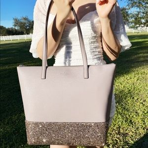 Gaby'sBags👜💕- Kate spade large tote gray glitter